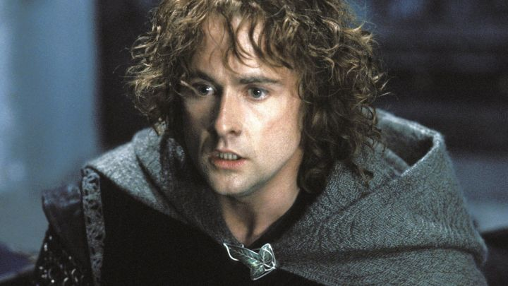The leaf of Lorien from Pippin (Billy Boyd) in the Lord of The rings : The Two Towers Movie