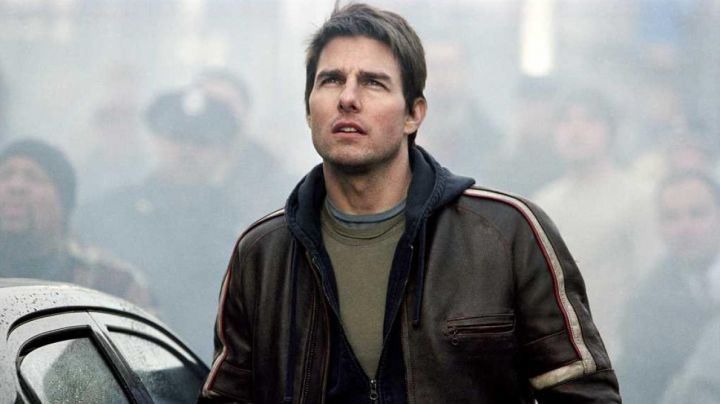 The leather bomber jacket Belstaff of Ray Ferrier (Tom Cruise) in war of The worlds movie