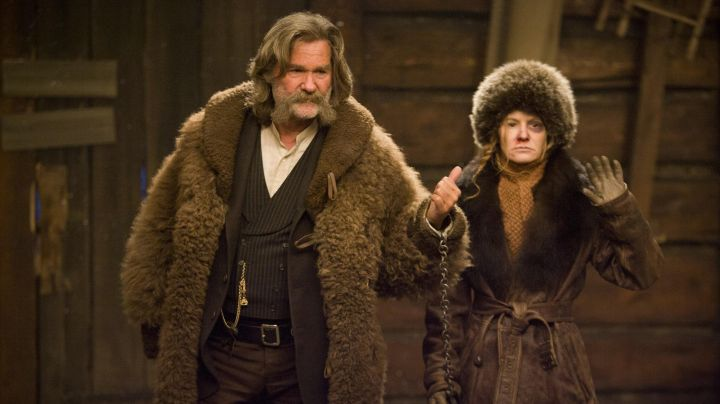 Fashion Trends 2021: The leather coat and brown coat of Daisy Domergue in The 8 Guys