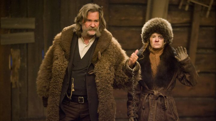 Fashion Trends 2021: The leather coat and fur of Daisy Domergue (Jennifer Jason Leigh) in The 8 Guys