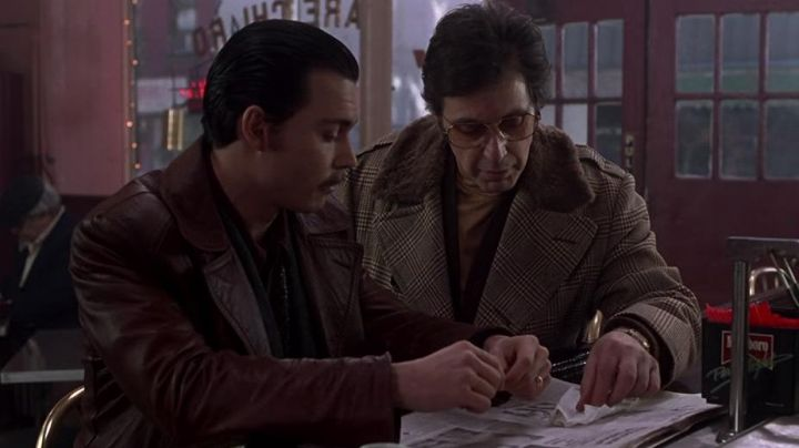 The leather coat vintage Joseph D. Pistone (Johnny Depp) in Donnie Brasco - Movie Outfits and Products