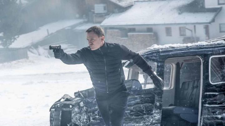 The leather gloves Agnelle James Bond (Daniel Craig) in the sequence of end of the Spectrum - Movie Outfits and Products