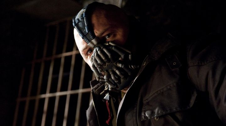 Fashion Trends 2021: The leather jacket and the jacket of Bane (Tom Hardy) in The Dark Knight Rises