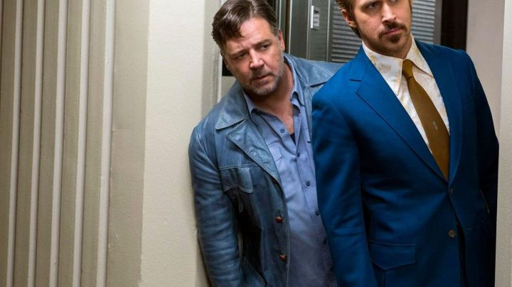 The leather jacket blue of Jackson Healy (Russell Crowe) in The Nice Guys - Movie Outfits and Products