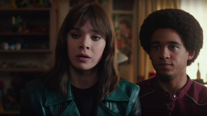 The leather jacket, green with black sleeves Charlie Watson (Hailee Steinfeld) in Bumblebee - Movie Outfits and Products