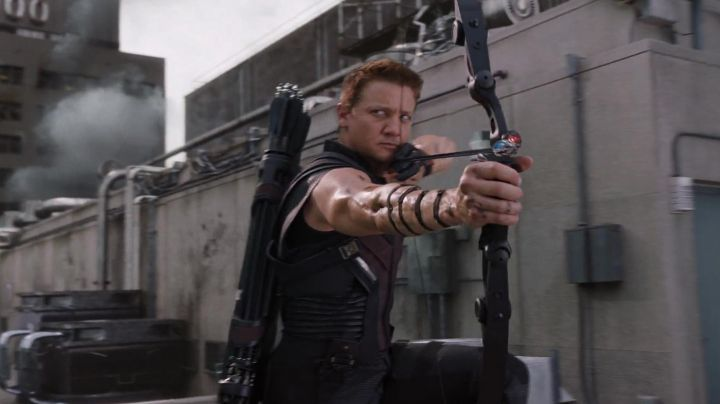 Fashion Trends 2021: The leather jacket of Hawkeye (Jeremy Renner) in the Avengers