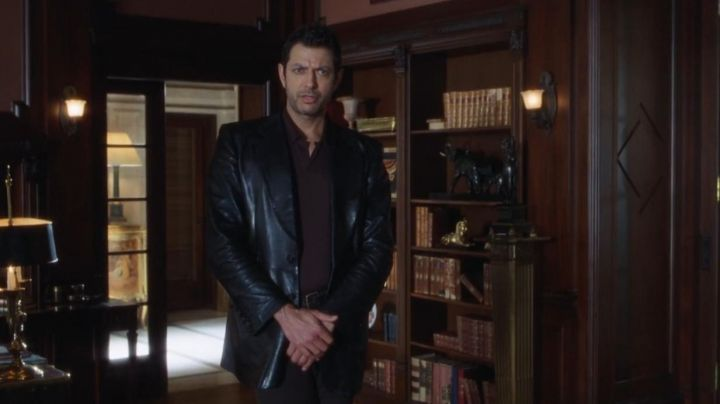 Fashion Trends 2021: The leather jacket of Ian Malcolm (Jeff Goldblum) in The Lost World : Jurassic Park