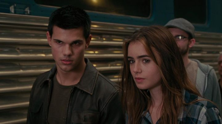 The leather jacket of Nathan (Taylor Lautner) in Identity a Secret Movie