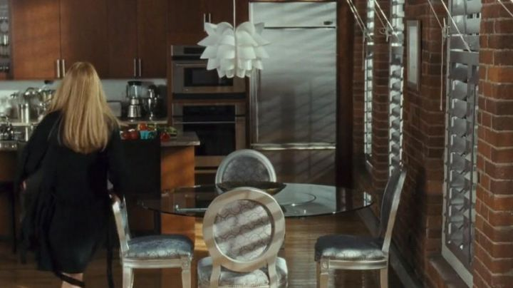 The light fixture IKEA in Liv Lerner (Kate Hudson) in Best enemy - Movie Outfits and Products