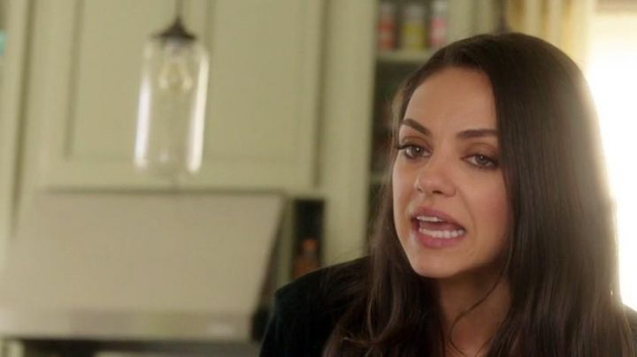 The light fixture behind Mila Kunis in Bad Moms - Movie Outfits and Products