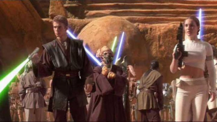 The lightsaber Plo Koon in Star Wars II : attack of The clones - Movie Outfits and Products