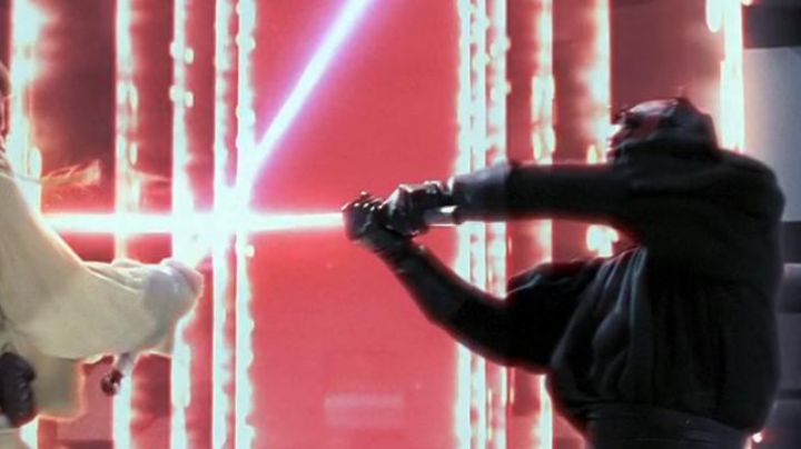 The lightsaber cut in two, Darth Maul (Ray Park) in Star Wars I : The phantom menace - Movie Outfits and Products
