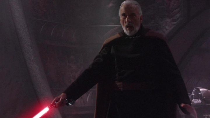 The lightsaber of Count Doku (Christopher Lee) in Star Wars III : revenge of The Sith - Movie Outfits and Products