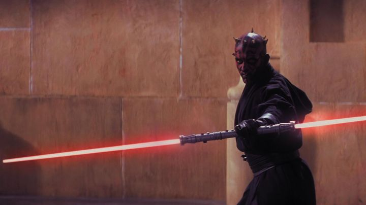 The lightsaber of Darth Maul / Darth Maul in Star Wars I : The phantom menace - Movie Outfits and Products