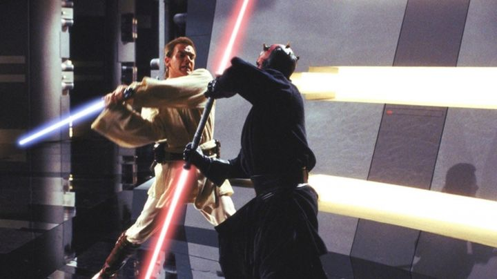 The lightsaber of Darth Maul (Ray Park) in Star Wars I : The phantom menace - Movie Outfits and Products