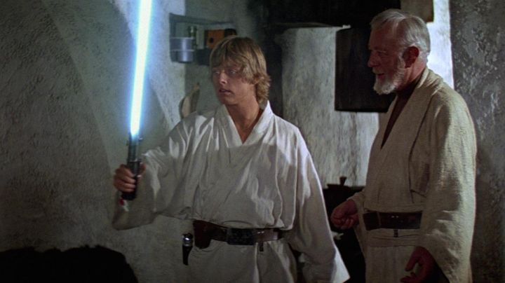 The lightsaber of Luke Skywalker (Mark Hamill) in Star Wars IV : A new hope - Movie Outfits and Products