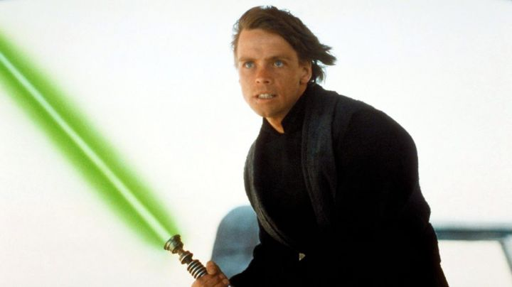 The lightsaber of Luke Skywalker (Mark Hamill) in Star Wars VI : return of The Jedi - Movie Outfits and Products