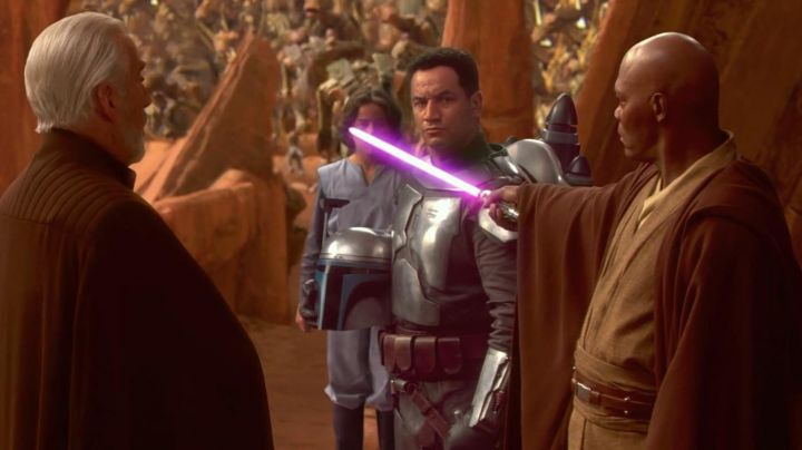 The lightsaber of Mace Windu (Samuel L. Jackson) in Star Wars II : attack of The clones - Movie Outfits and Products