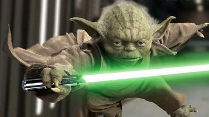 The lightsaber of Master Yoda in Star Wars III : revenge of The Sith - Movie Outfits and Products