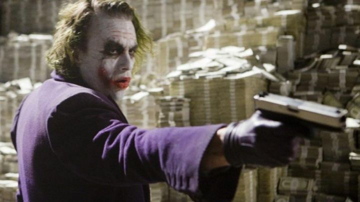 The long coat purple Joker's (Heath Ledger) in Batman : The Dark Knight - Movie Outfits and Products