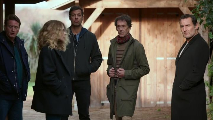 The long jacket black Eric (Gilles Lellouche) in We will end up together - Movie Outfits and Products