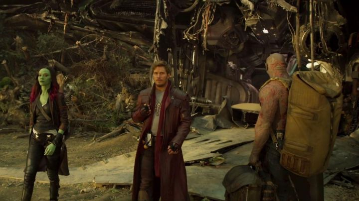 The long jacket of Star-Lord (Chris Pratt) in Guardians of the Galaxy movie