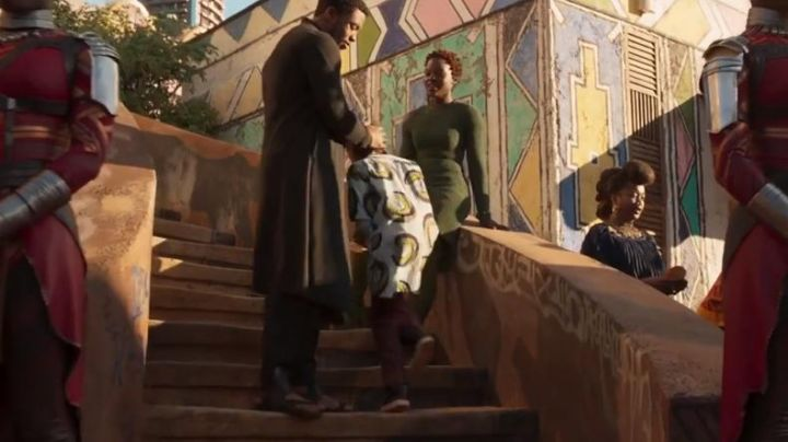 The long-sleeved dress khaki Nakia (Lupita'nyong o) in a Black Panther - Movie Outfits and Products