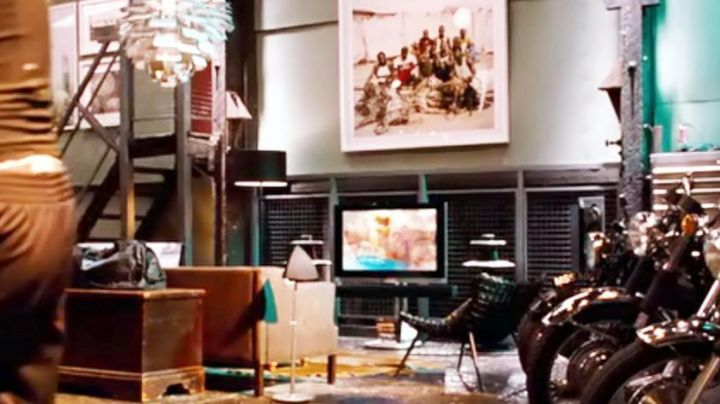 The luminaire artichaud in the apartment of Tuck Henson (Tom Hardy) in Target - Movie Outfits and Products