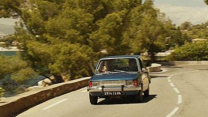 The man who loved too much (the Innocenti Bertone) - Movie Outfits and Products