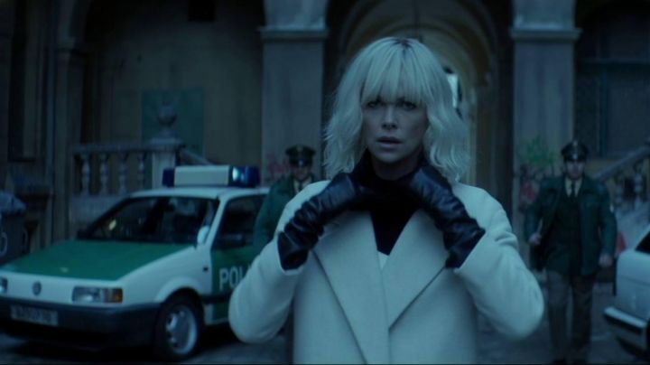 Fashion Trends 2021: The mantle cream Lorraine Broughton (Charlize Theron) in Atomic blonde