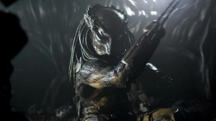 The mask Predator Wolf (Ian Whyte) in Aliens vs Predator Requiem - Movie Outfits and Products