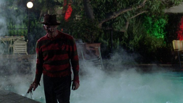 The mask and the hand of Freddy Krueger (Robert Englund) in the film The claws of the night - Movie Outfits and Products