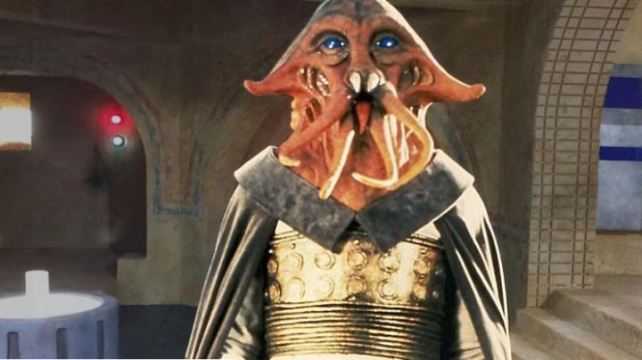 The mask and the hands of Tessek from Star Wars V : return of The Jedi - Movie Outfits and Products