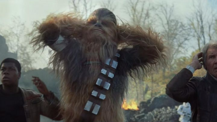 The mask electronic of Chewbacca in Star Wars VII : The awakening of the force - Movie Outfits and Products