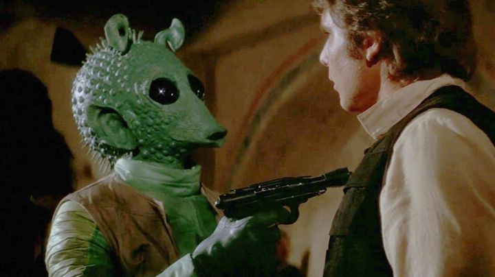 The mask is latex Greedo (Paul Blake) in Star Wars IV : A new hope - Movie Outfits and Products