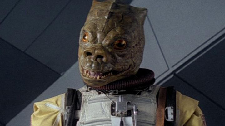 The mask of Bossk in Star Wars V : The empire against attack - Movie Outfits and Products