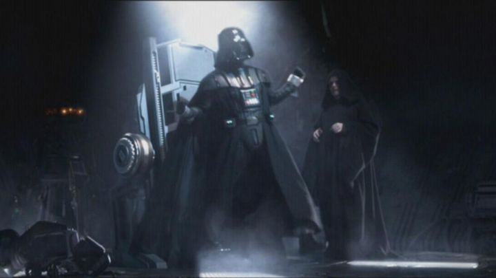 The mask of Darth Vader in Star Wars Episode III : revenge of The Sith - Movie Outfits and Products