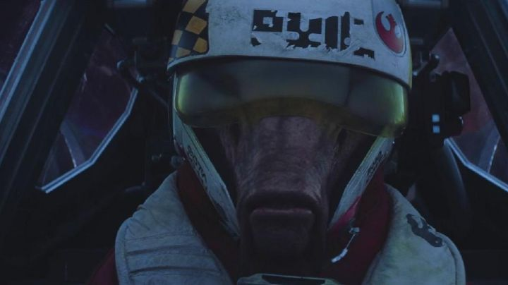 The mask of Ello Asty in Star Wars VII : The awakening of the force - Movie Outfits and Products