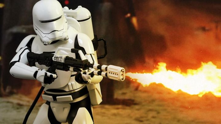 The mask of Flametrooper in Star Wars VII : The awakening of the Force - Movie Outfits and Products