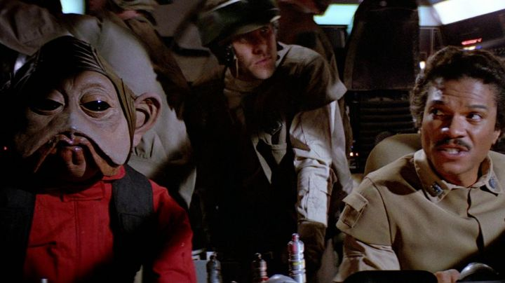The mask of Nien Nunb in Star Wars episode VI : Return of The Jedi - Movie Outfits and Products