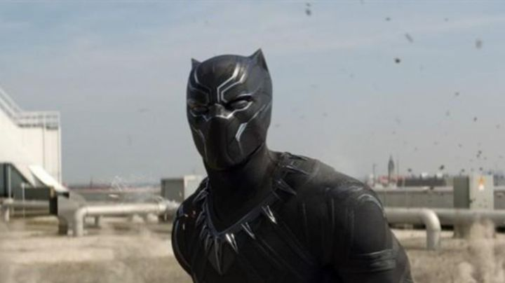 The mask of T Challa / Black Panther (Chadwick Boseman) in Captain America Civil War - Movie Outfits and Products