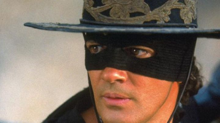 The mask of Zorro (Antonio Banderas) in the Mask of Zorro - Movie Outfits and Products