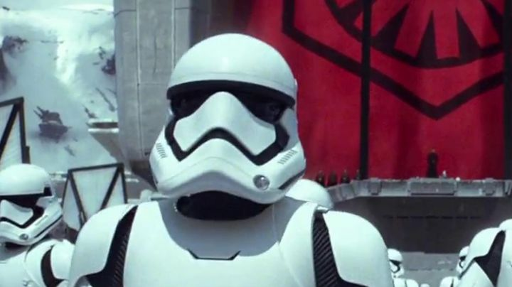 The mask of a Stormtrooper of 1st Order in Star Wars VII : The awakening of the force - Movie Outfits and Products