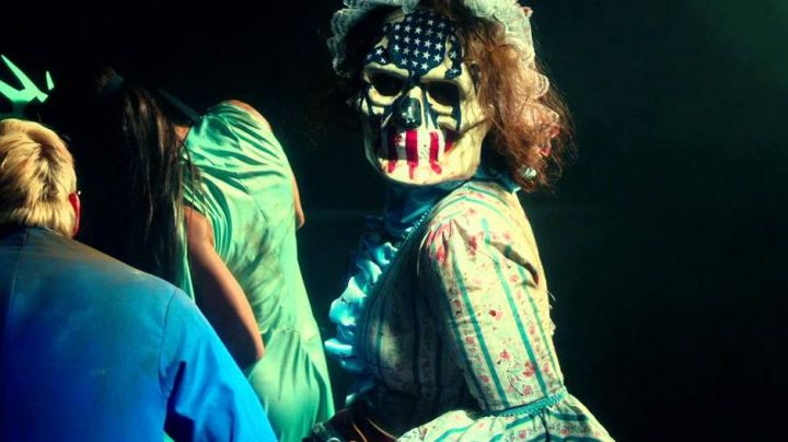 Fashion Trends 2021: The mask of a death's head / american flag in The Purge : Election Day