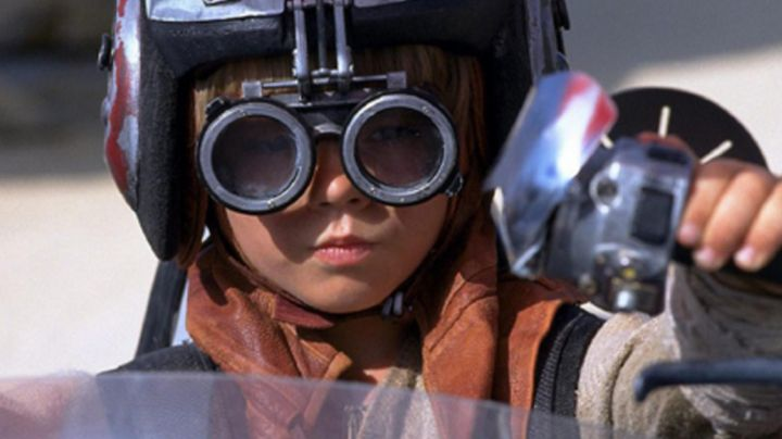 Fashion Trends 2021: The mask of driver of Anakyn Skywalker in Star Wars I : The phantom menace