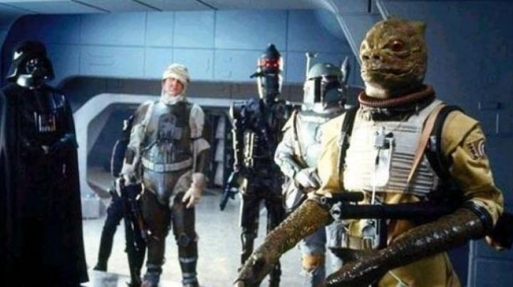 The mask of the bounty hunter Bossk in Star Wars V : The Empire against attack - Movie Outfits and Products