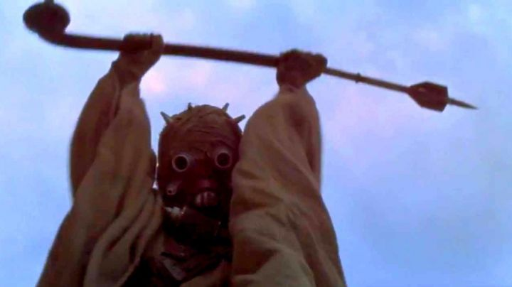 The matte face of the looter Tusken in Star Wars IV : A new hope - Movie Outfits and Products