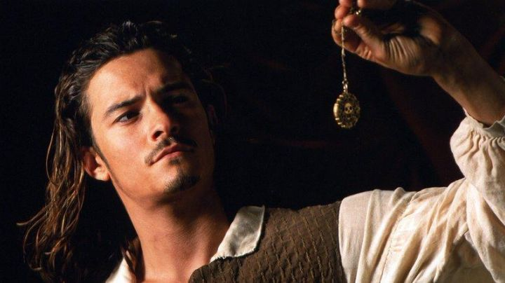 The medallion is cursed of William Turner (Orlando Bloom) in Pirates of the Caribbean - Movie Outfits and Products