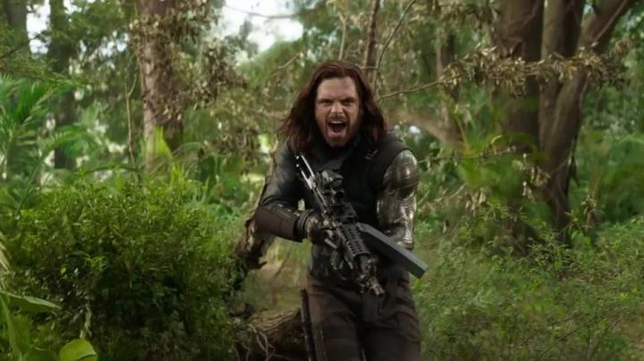 The metal arm of Bucky Barnes (Sebastian Stan) in Avengers : Infinity War - Movie Outfits and Products