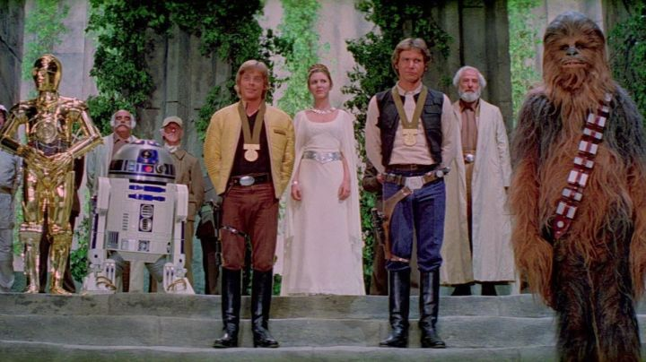 The metal belt Princess Leia (Carrie Fisher) in Star wars - Movie Outfits and Products